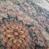 فرش ماشینی کاشان 1000 شانه ستاره فروزان طرح موج مهر زمینه سرمه ای صد در صد اکریلیک تراکم 3000 کد 471018