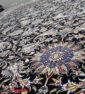 فرش ماشینی کاشان 1000 شانه طرح دنیا زمینه سرمه ای صد در صد اکریلیک تراکم 3000 کد 471021