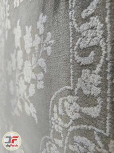 نمای نزدیک فرش وینتیج مدرن ماشینی گل برجسته با زمینه طوسی کد 41