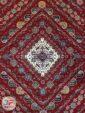 ترنج وسط فرش طرح سنتی ماشینی زمینه لاکی کد 106