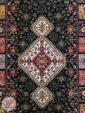 نمای ترنج فرش سنتی و دستباف گونه زمینه مشکی کد 102