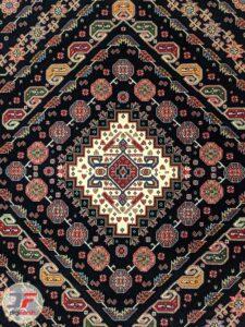 ترنج وسط فرش طرح گبه زمینه مشکی کد 106