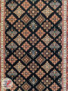 ترنج فرش ماشینی سنتی زمینه سرمه ای کد 104