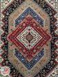 ترنج فرش ماشینی طرح سنتی زمینه سرمه ای کد 105