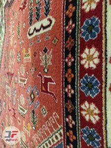 حاشیه فرش ماشینی قشقایی زمینه لاکی کد 112