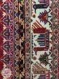 نمای نزدیک از فرش ماشینی طرح سنتی و دستباف کد 111 زمینه لاکی